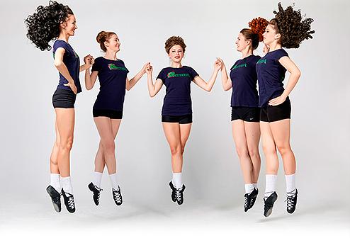 пять девочек танцуют ирландские танцы