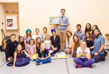 отпраздновали День Рождения школы в танцевальном зале