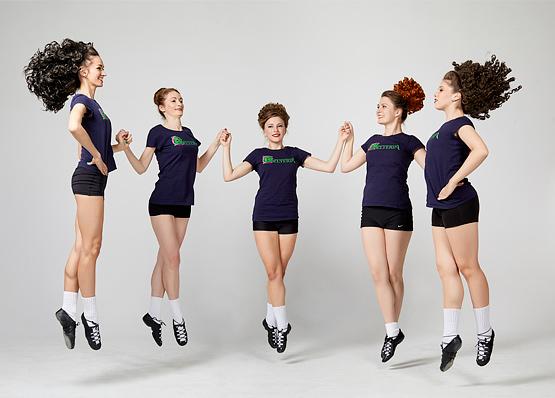 Девочки танцуют ирландские танцы